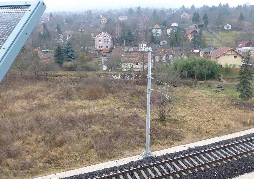 A patakszennyezés a 10-es útról is jól látható. / Fotó: hulladekvadasz.hu