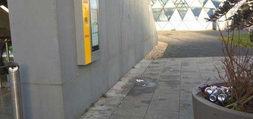 Hiányzó kuka szemetet képez a Bikás parki metrónál
