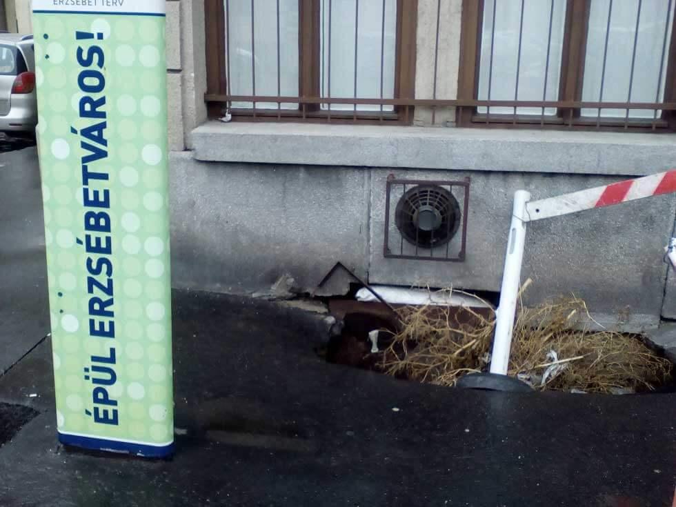 A kotonkráter helyszíne a Verseny utcában. / Fotó: hulladekvadasz.hu
