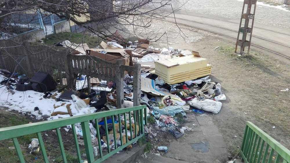 MÁV Őrház mellett illegális hulladéklerakat Kőbányán