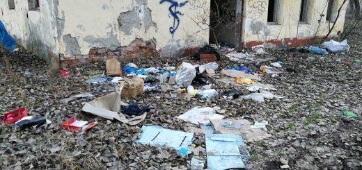 GAMF kollégium mellett vegyes hulladék