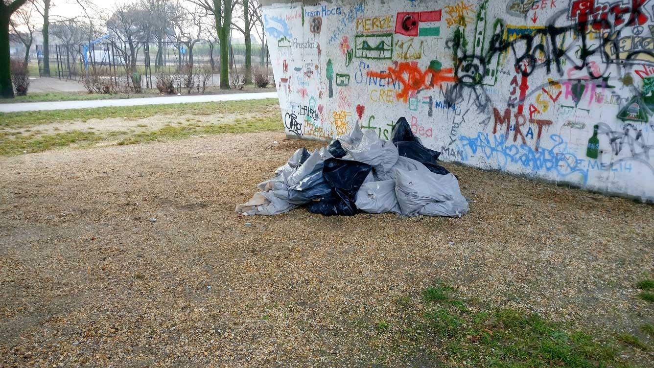 Rákospalotai körvasút sor hídalatti építési hulladéka