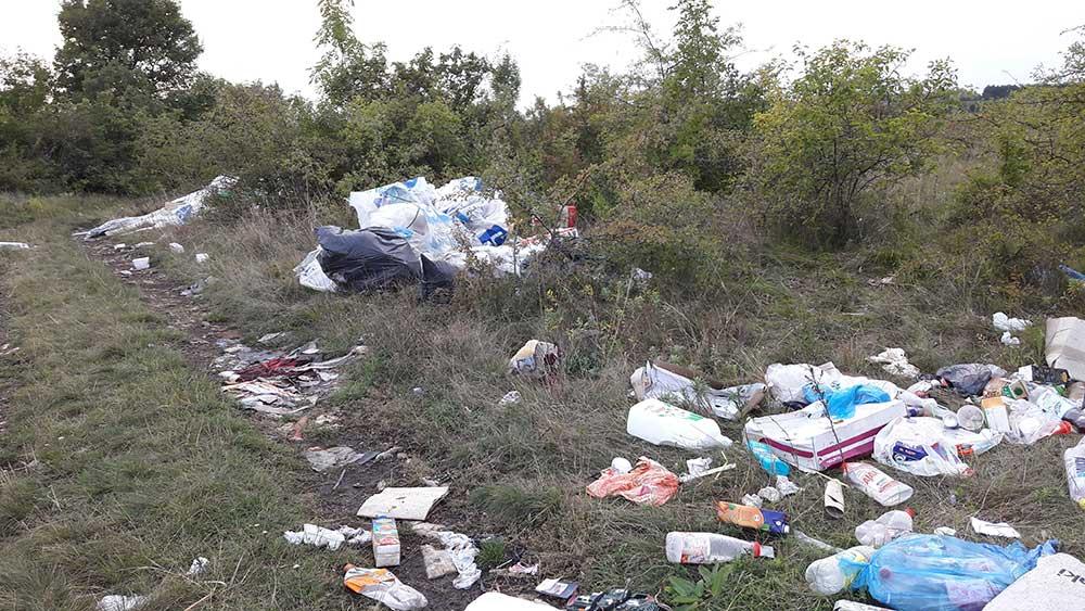 Érd és Sóskút határa 2017 őszén, de a probléma most is aktuális. / Fotó: hulladekvadasz.hu
