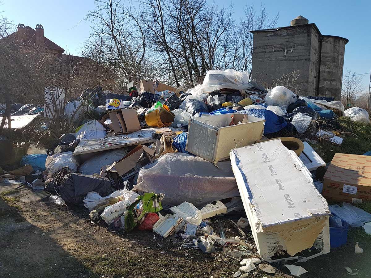 A területen felhalmozott több tonna hulladék megdöbbentő látvány nyújt. 2018.02.01. / Fotó: hulladekvadasz.hu