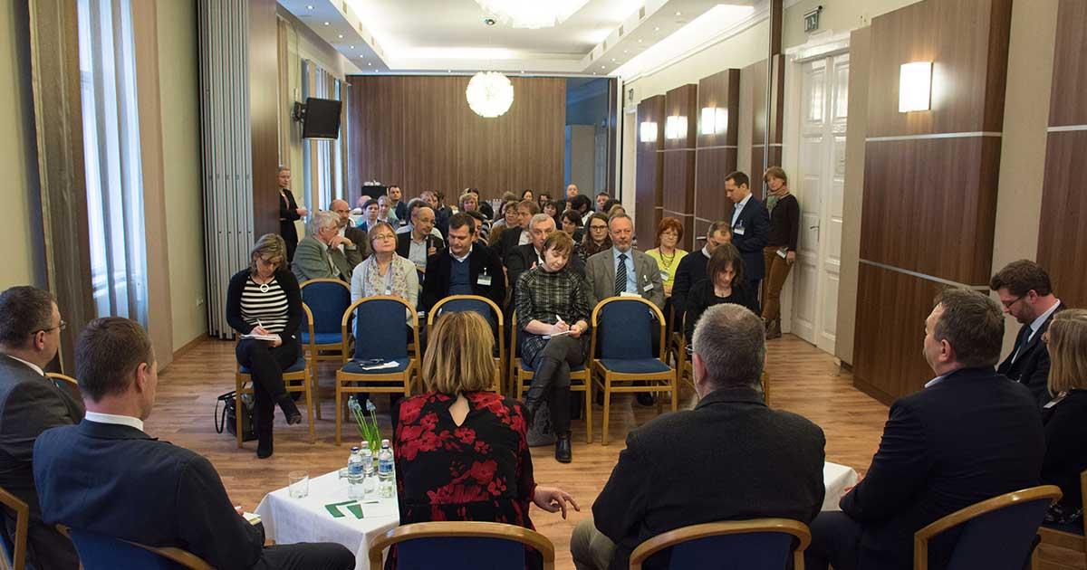 A Nébih kerekasztal beszélgetésén összegyűlt szakértők, előadók és érdeklődök. / Fotó: Nébih
