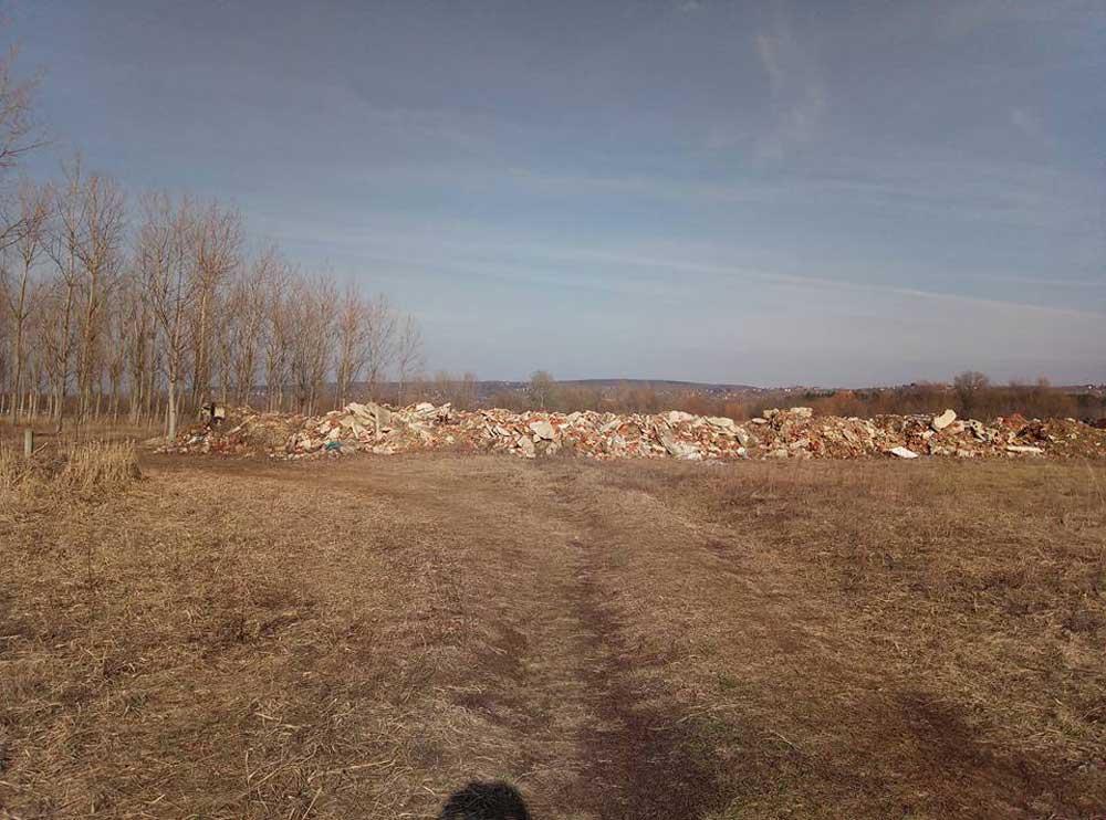 Vajon természetes képződmény ez vagy több teherautó ürítménye? / Fotó: hulladekvadasz.hu