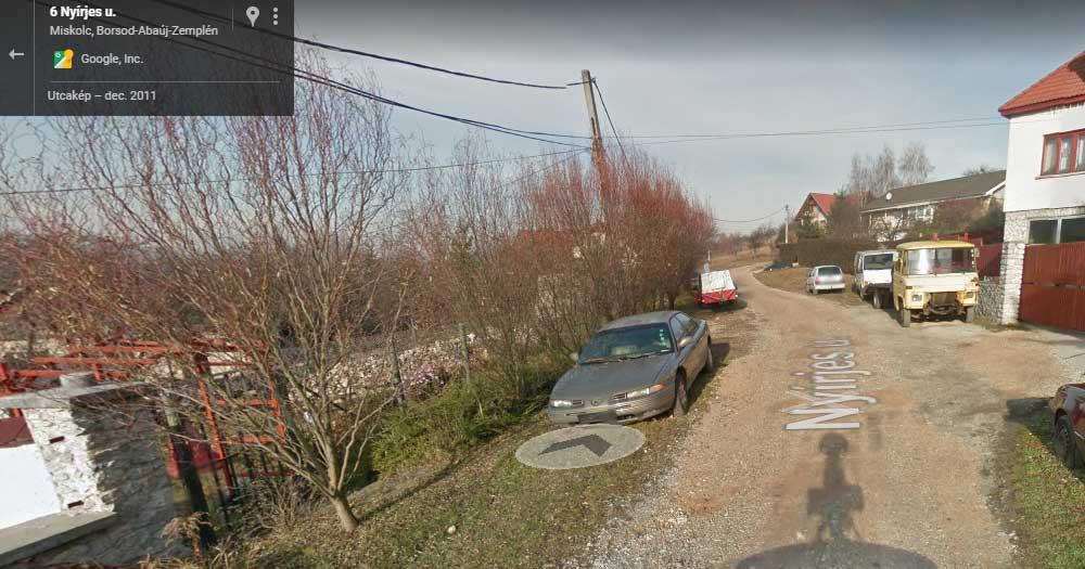 A roncs autó már 2011 óta ott van a Google Maps szerint. / Fotó: Google Maps