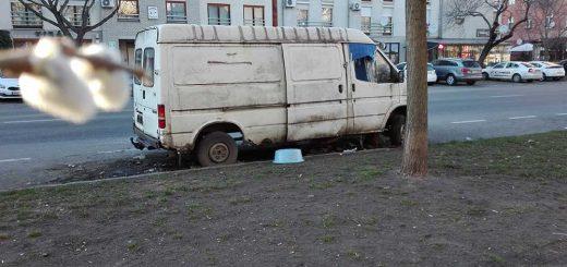 Roncs furgon az Egressy úton