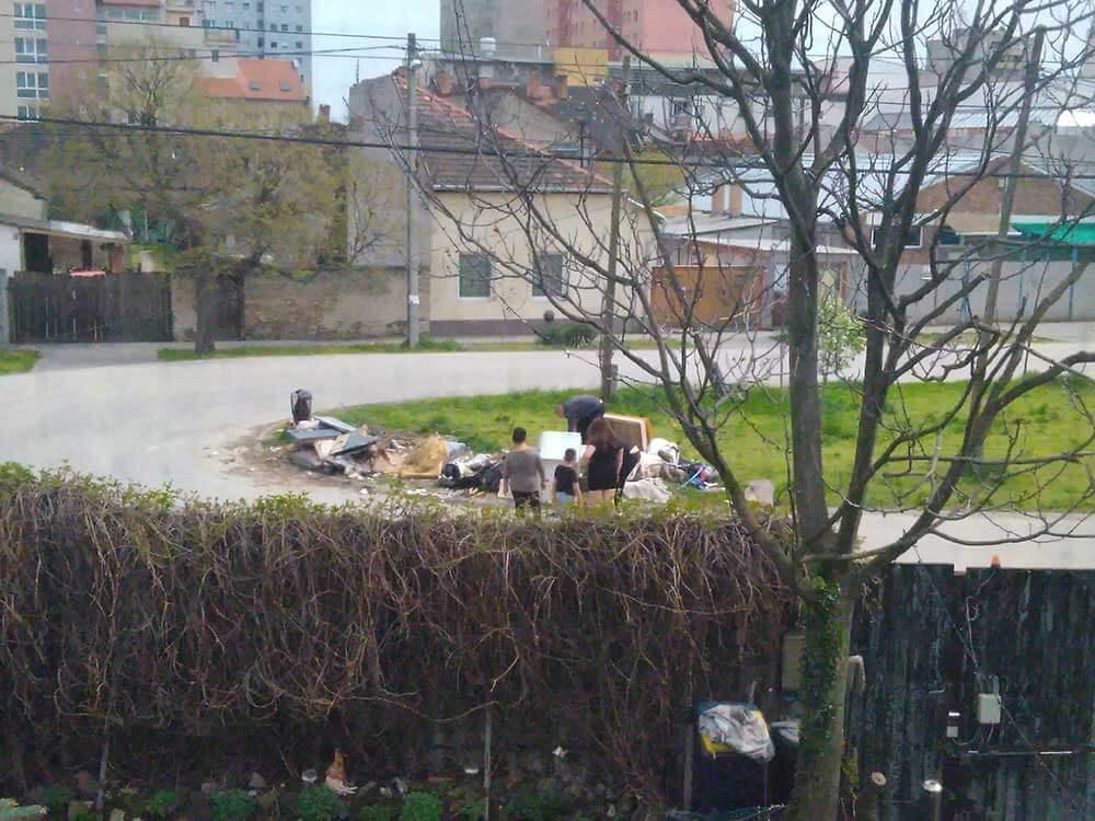 Csepeli Petőfi utca szemétdombja és annak vélt szemetelői? Nem tudjuk! / Fotó: hulladekvadasz.hu
