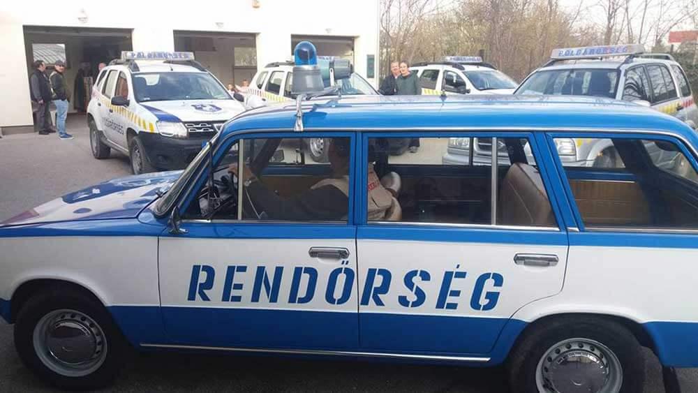 A szigetszentmiklósi polgárőrség retro rendőrautója. / Fotó: szigetpolgarorseg.hu