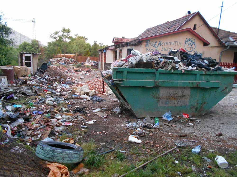 A területre kihelyezett konténer nagyon hamar megtelt. / Fotó: hulladekvadasz.hu
