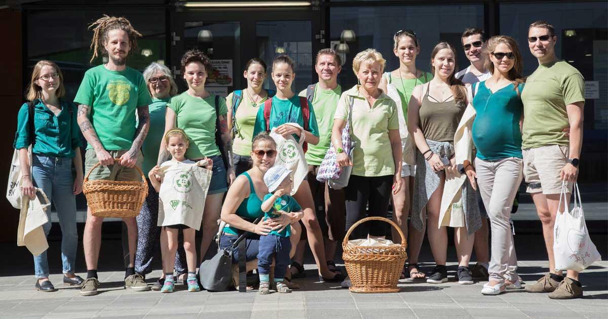 A debreceni Nagypiacon szép számmal vettek részt önkéntesek a flashmobon.