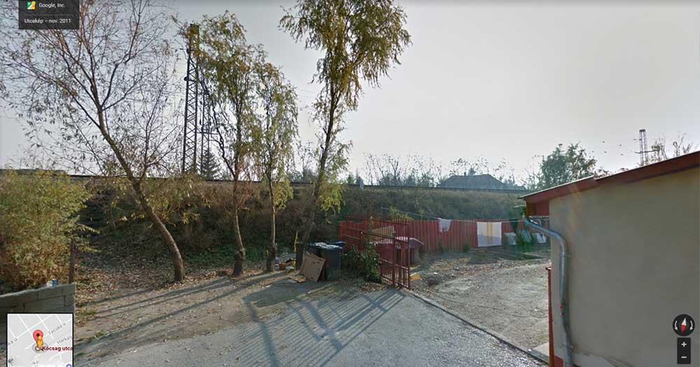 2011-es kép a helyszínről még a hangszigetelő fal felhúzása előttről. / Fotó: Google Maps