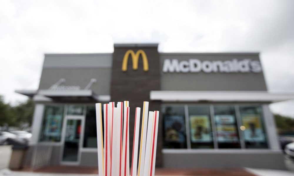 A McDonald's lecseréli a műanyag szívószálakat papírra. / Fotó: Wilfredo Lee, AP