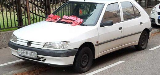 Peugeot rohad a kőbányai Üllői közben