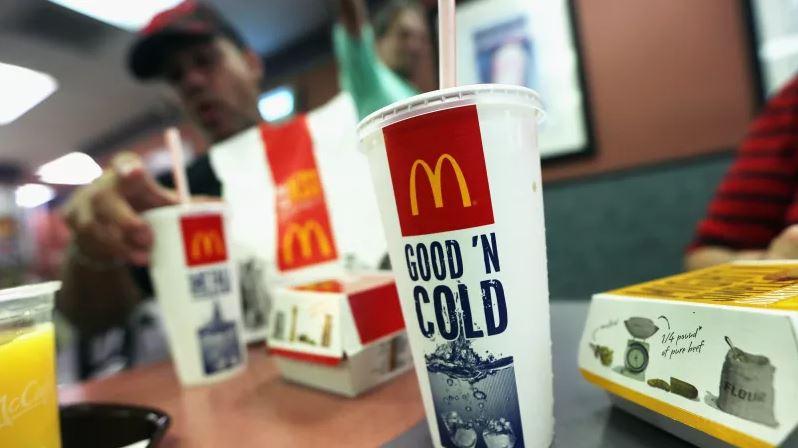 A McDonald's is a műanyag szívószálak fokozatos kivezetése mellett döntött / Fotó:Mario Tama (Getty Images)