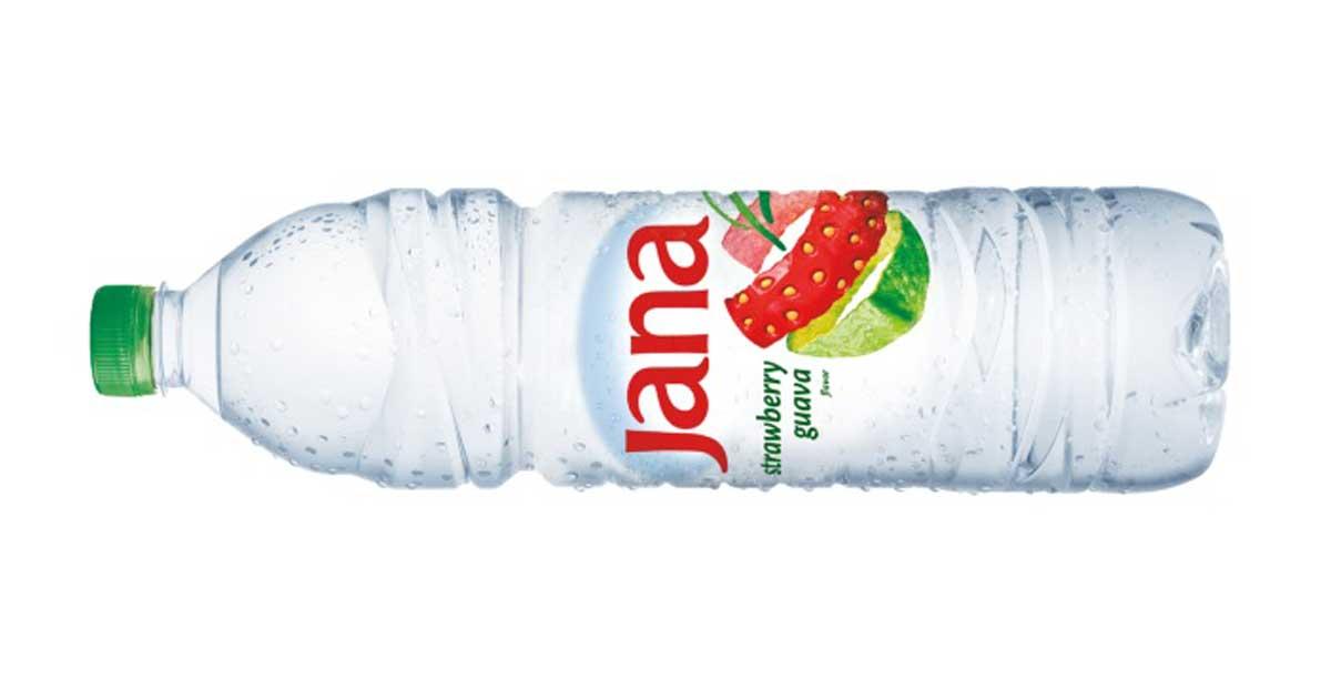 A Fonyódi Ásványvíz Kft. által forgalmazott Jana eper és guava ízű üdítőitallal. / Fotó: fonyodi.hu