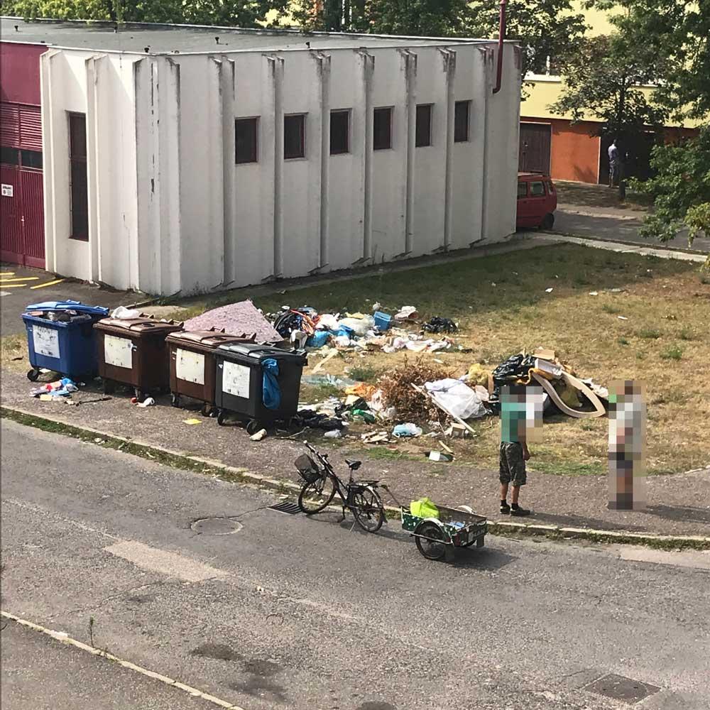 A helyi lakosok is értetlenül állnak a kialakult állapotok láttán. / Fotó: hulladekvadasz.hu