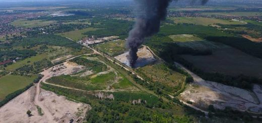 Csömöri bánya: hatalmas fekete füsttel égett a hulladék