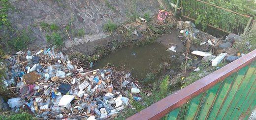 Szala-árok ismét tele van hulladékkal