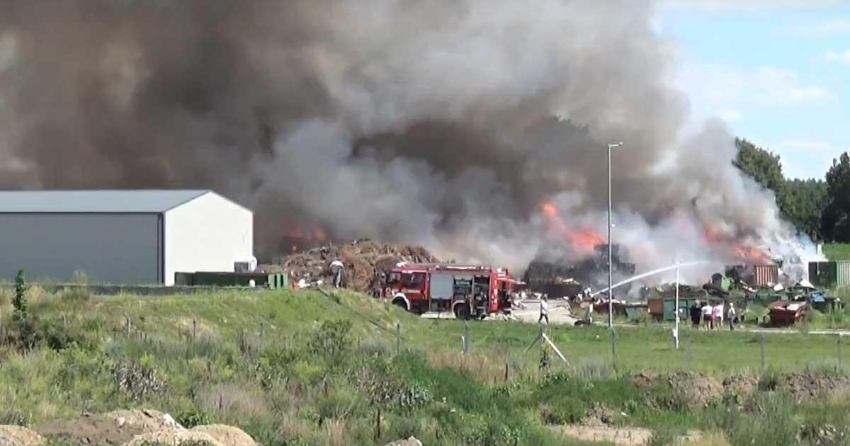 2018 nyarán több tonna műanyaghulladék égett Hatvanban.