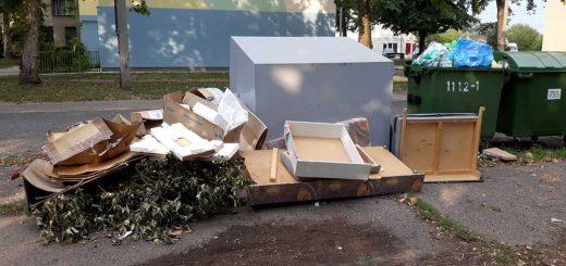 A tatabányai Dózsakert lakópark közepén hulladéklerakat