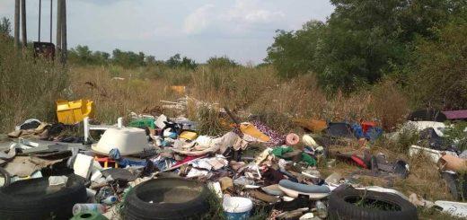 Ikervár hulladéklerakata a szélkerekek mellett