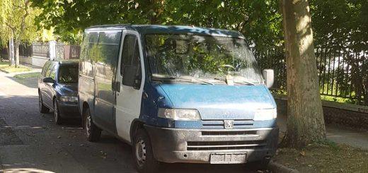 Rendszám nélküli furgon a zuglói Mályva utcában