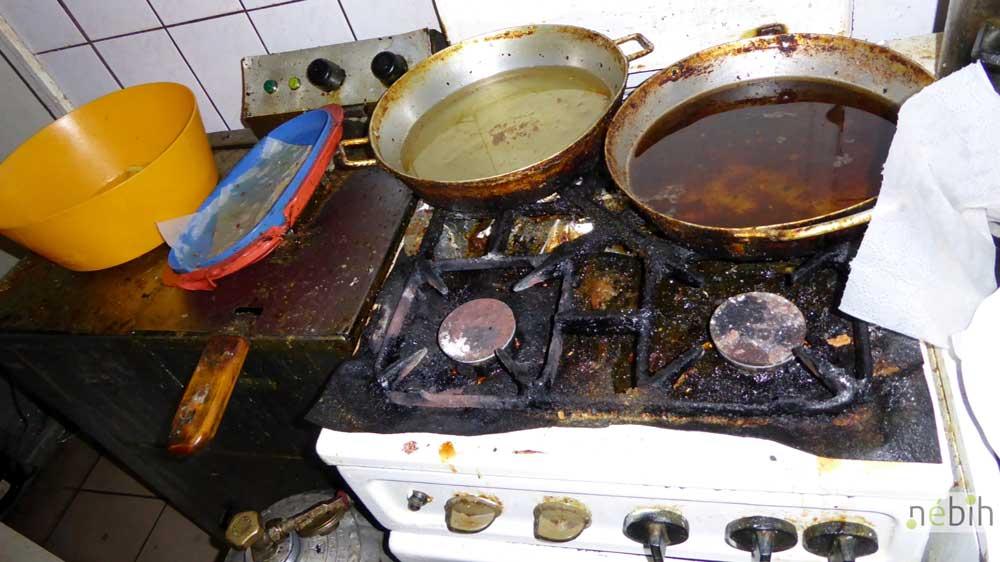 Embertelen körülmények - Sokak ezen a tűzhelyen melegített vagy főzött ételeket fogyasztották el. / Fotó: Nébih