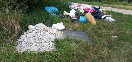 Pápa: hulladék a Táncsics Mihály utcában