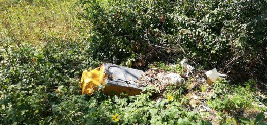 Sobor község: hulladék az út mentén