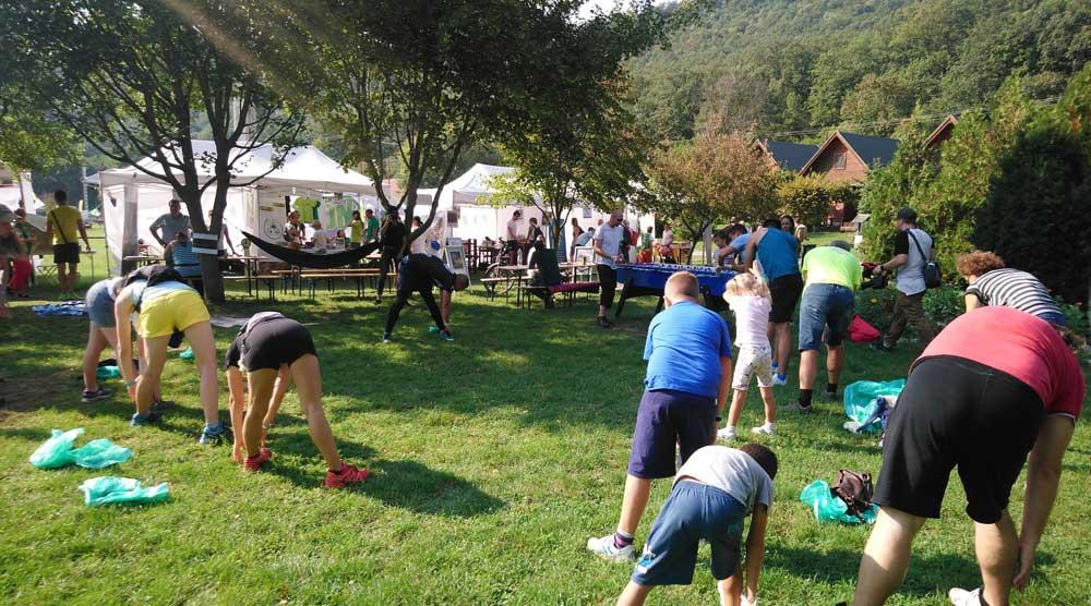 Kiváló sport emberek révén a bemelegítés nem maradhatott el. / Fotó: hulladekvadasz.hu