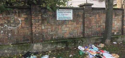Utász utca hulladéksirató fala