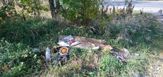 Szekszárd 6-os útja mellé hordott hulladékok