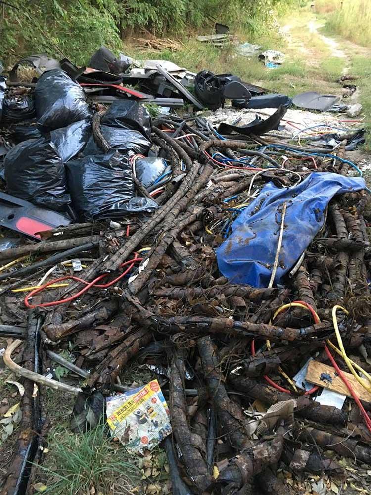 brutális mennyiségű hulladék egy része felismerhetetlen. Vajon mik vannak a képek?