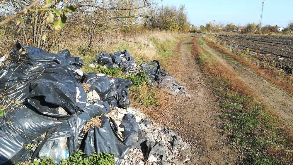 Dózsa György út melletti földút hulladékhalmai Tárnokon