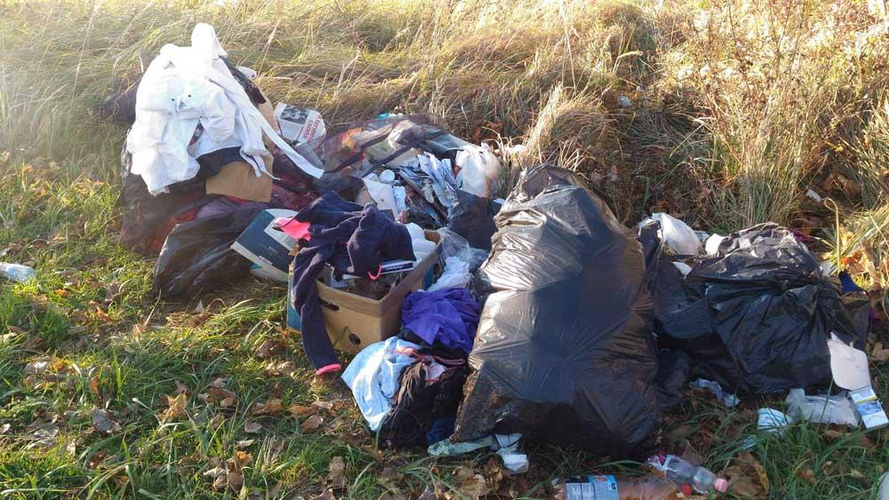 Ruhák minden mennyiségben és kommunális hulladék.