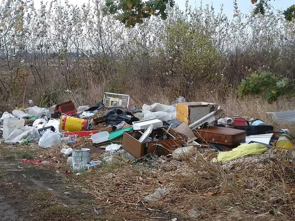 A területen a kommunális hulladéktól egészen az elektronikai hulladékig minden megtalálható.