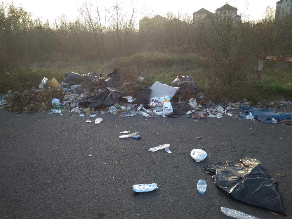 Testápolók, tusfürdők, baba öblítők szinte minden háztartásban megforduló hulladék a helyszínen.