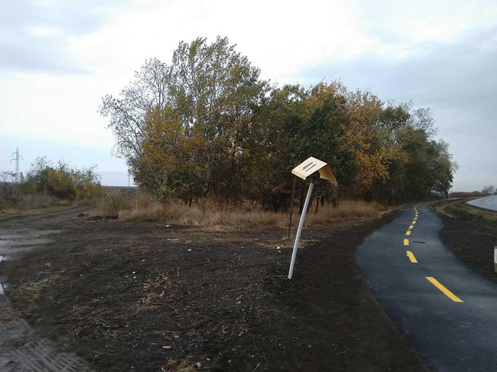 A szemetes területre ezen az útszakaszon lehet bejutni.