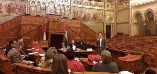 Parlament üléstermében a Hulladékvadász!
