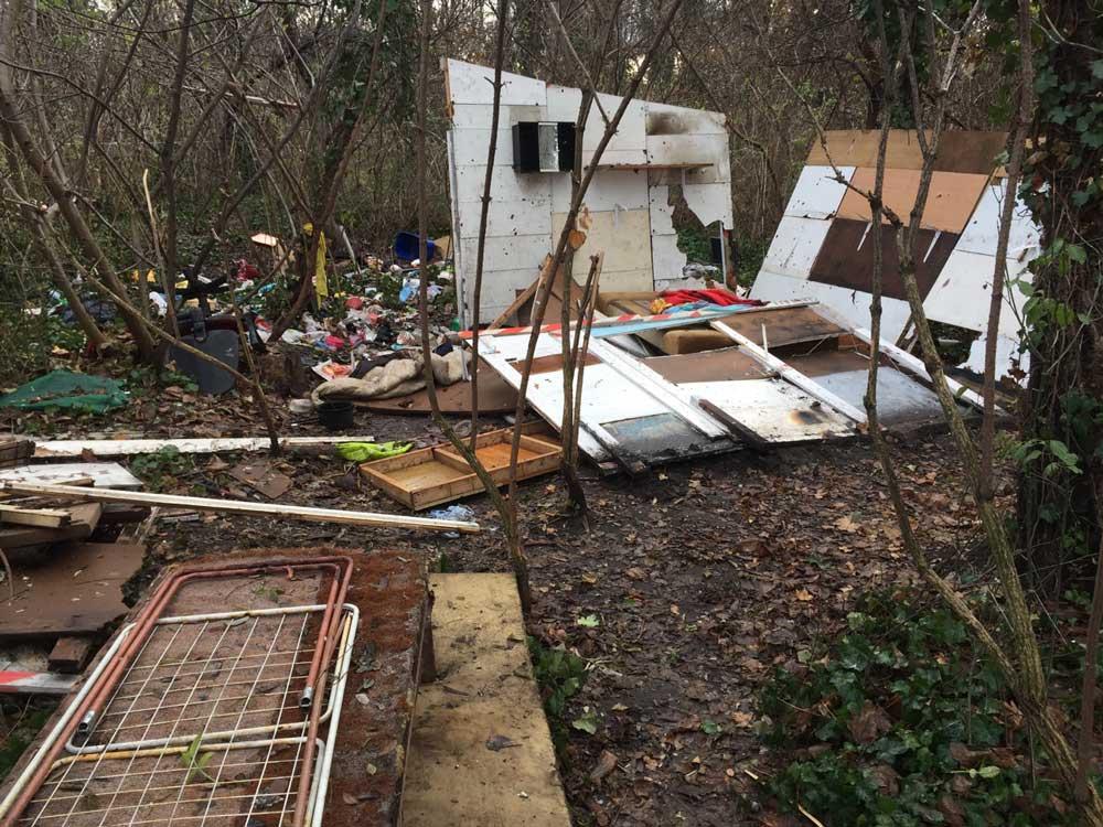 Itt vajon laktak? A területen korábban hajléktalanok éltek.