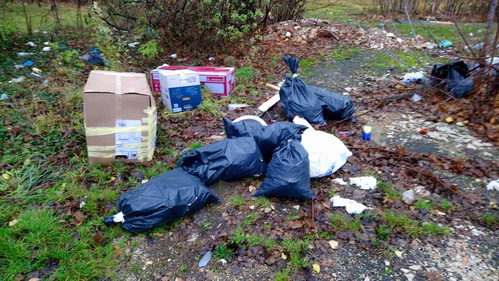 Alsórákos: Csömöri és Rákospatak utca találkozásánál hulladék