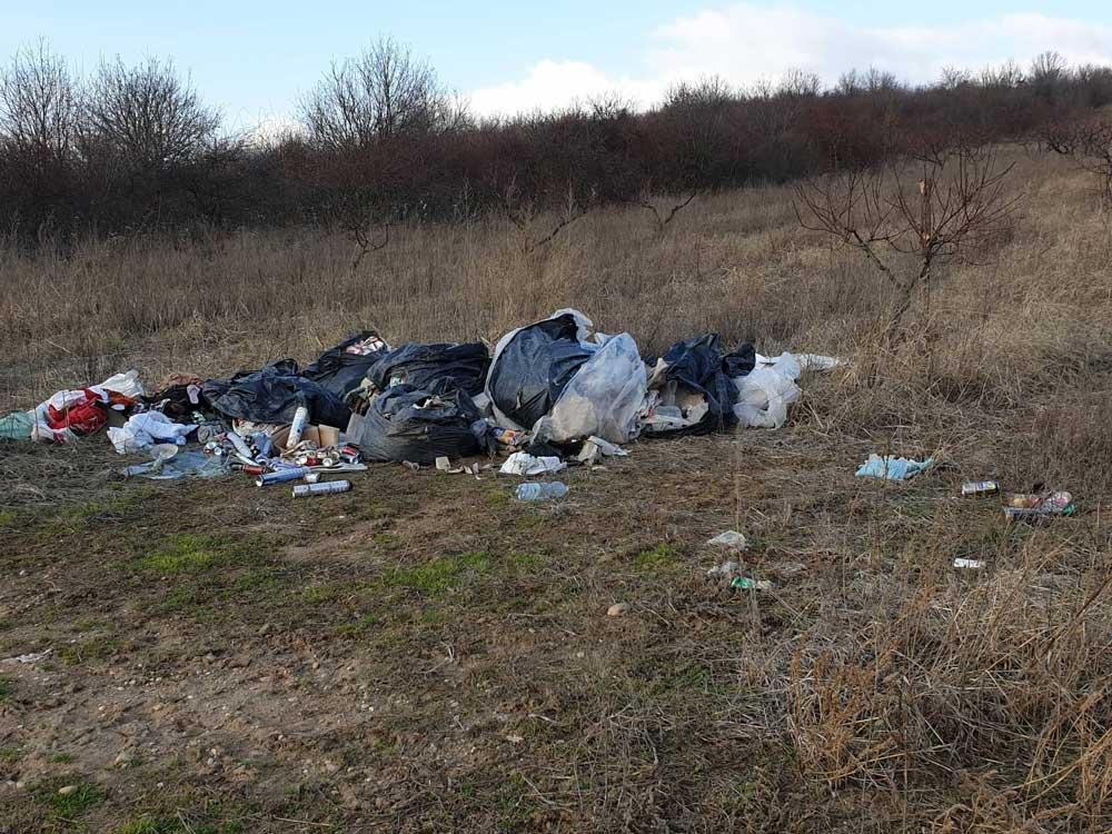 A helyszínen egyértelműen nő az illegálisan lerakott hulladék mennyisége.