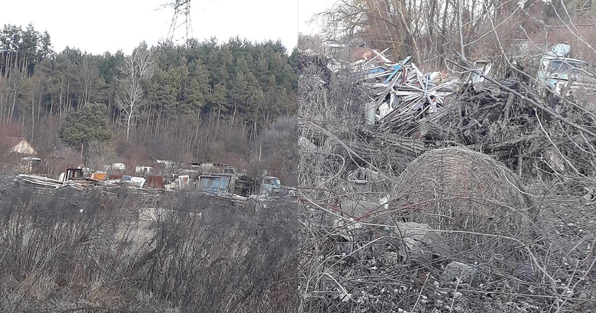 Bontott építési hulladékok, lerobbant járművek a területen tárolva.