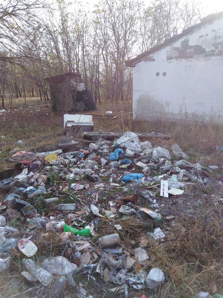 Egy gócpontja a tanyának, ahol akár még hulladékot is égethetnek.