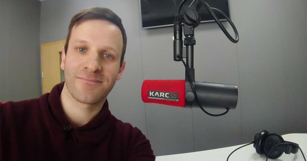 Szebenyi Péter, a Karc FM 105,9 rádió stúdiójában beszélt a JÖN Füst-Öl kampányról.