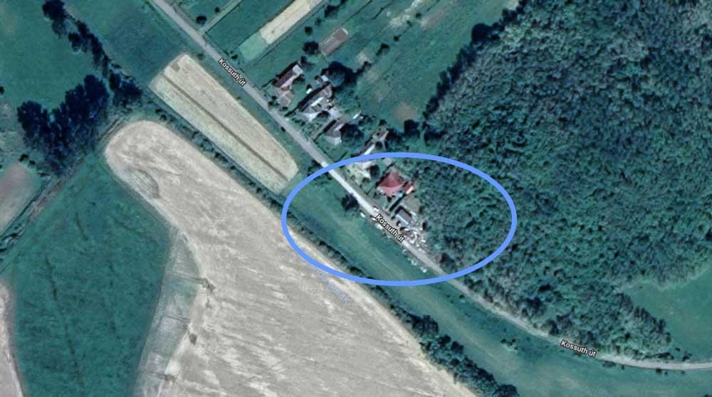 A műhold felvételek szerint a hulladék évek óta gyűlhet a helyszínen. / Fotó: Google Maps