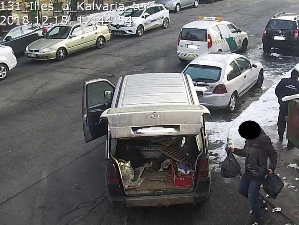 Az elkövetőt felszólították az illegálisan lerakott hulladék elszállítására. / Fotó: jozsefvaros.hu