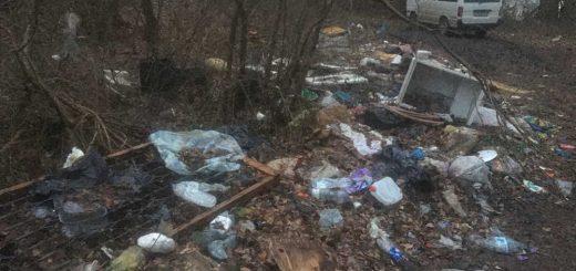A pilismaróti Duna-part árterébe lerakott hulladék